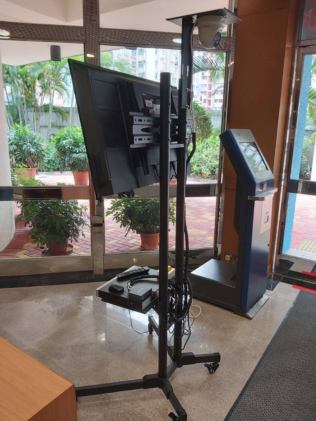 camera with stand
